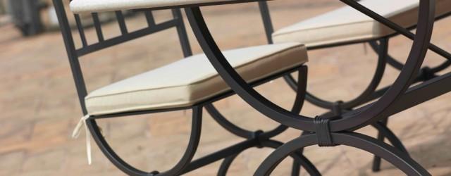 Ci sono due scuole di pensiero: Gli esperti del Sud Italia consigliano di utilizzare come base per i Tavoli di ceramica la Pietra Lavica dell'Etna, perché è la pietra più […]